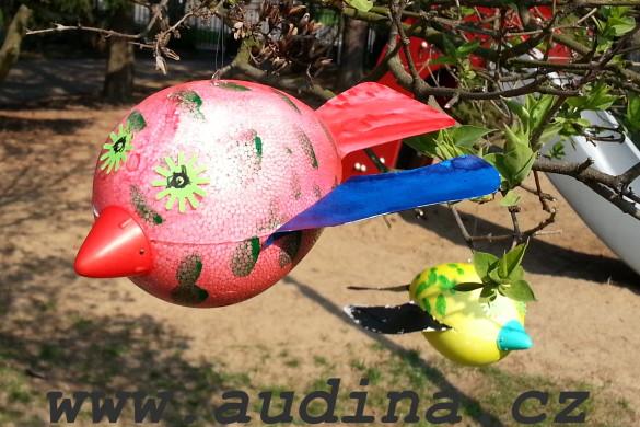 ptáček z polystyrénového vajíčka